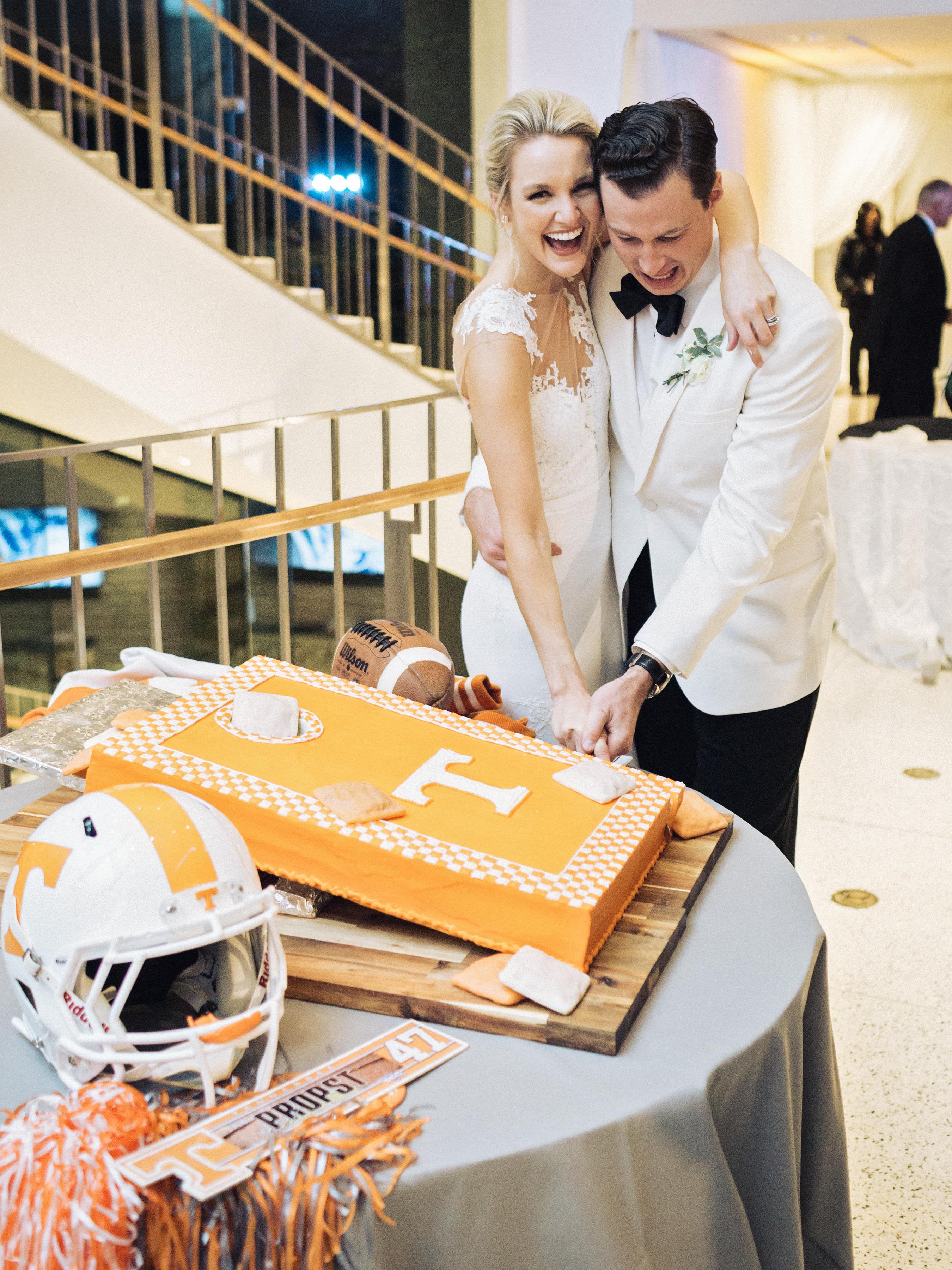 0533 Anna & John: A Clean and Modern Wedding at the Birmingham Museum of Art Uncategorized    invision_events, birmingham_al, auburn_al, alabama, atlanta_ga, atl, georgia, wedding_planner, wedding_designer, weddings, photography, wedding_planning